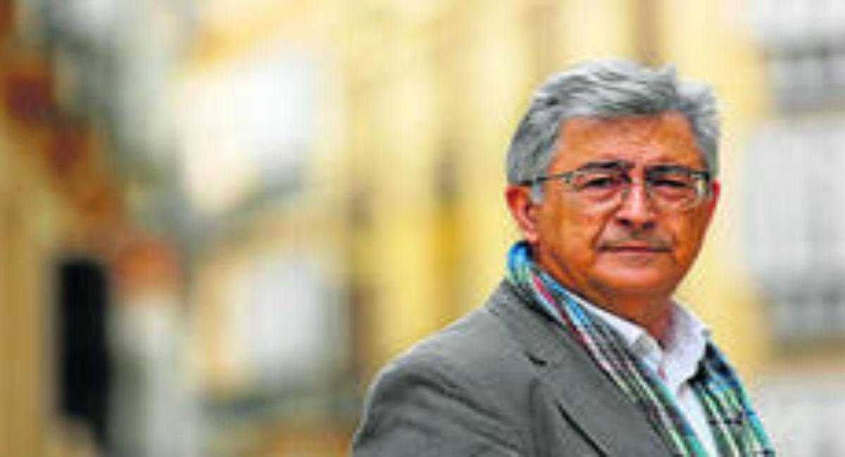 El filósofo y antropólogo Juan Gavilán Macías, en el centro histórico de Málaga.
